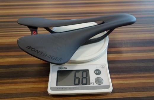68gの超軽量カーボンサドル「XXX Carbon」